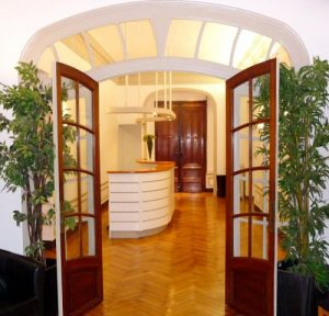 Entrée du cabinet du Dr Courbier à Marseille (3)